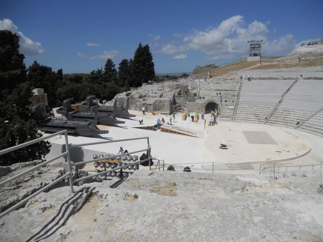 """Allestimento scenografico di """"Ifigenia in Aulide"""" - Teatro greco"""
