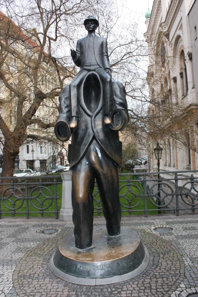 Statua come omaggio a Kafka