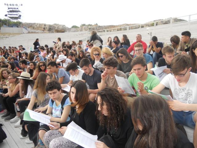 La classe II E al Teatro greco