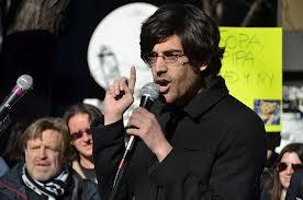 Aaron Swartz durante un suo discorso da attivista.