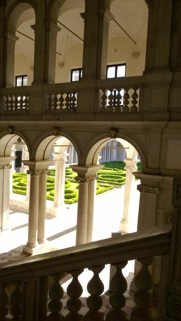 Chiostro palladiano visto dalla scala del Longhena.